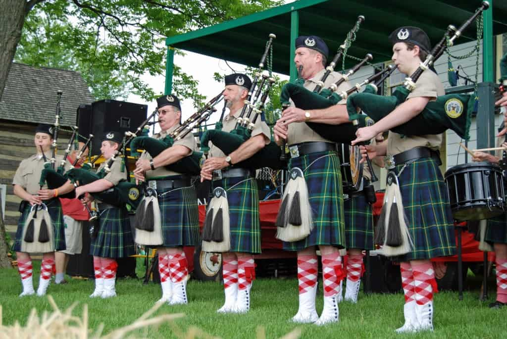 Bagpipes_at_the_Strawberry_Festival_(5798097073)_(2) (1)