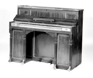 first upright piano